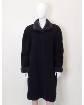 Kabát Vittoria Verani čierny s kožušinovým límcom, veľ.44