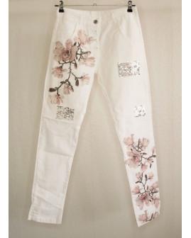 Nohavice biele s kvetmi a flitrami, veľ.36